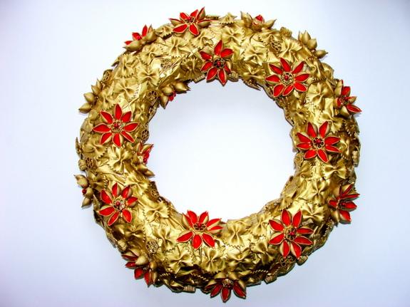 Венки новогодние своими руками из макарон 15