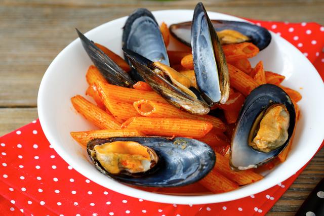 Нежное мясо моллюсков сочетается с любыми продуктами