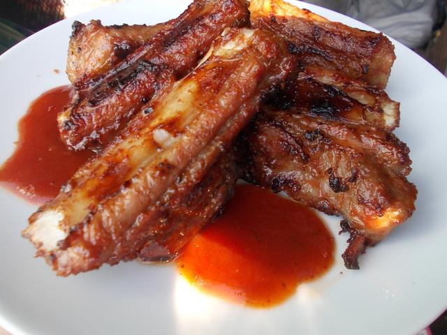 Рёбрышки свиные с соусом