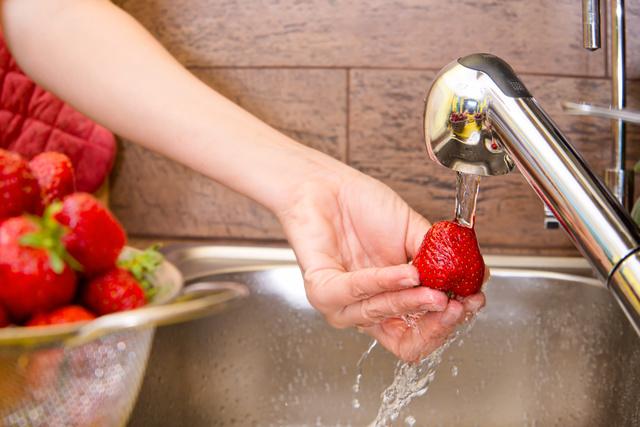 Перед приготовлением цукатов необходимо тщательно вымыть фрукты