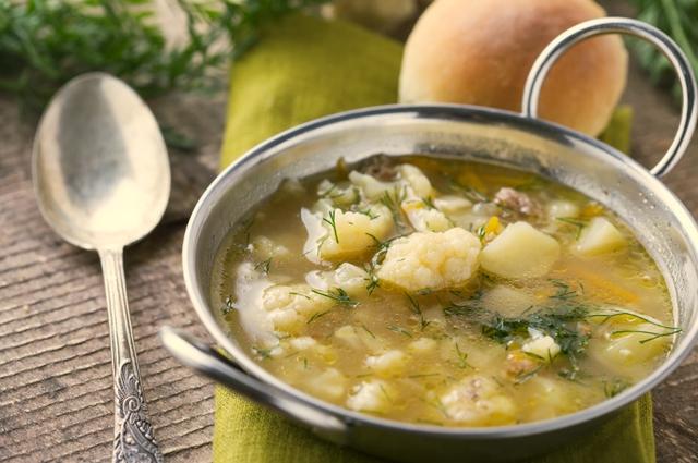 Одним из беспроигрышных вариантов для полезного детского супа является цветная капуста
