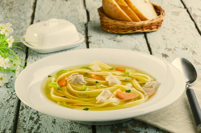 Суп с лапшой всегда имеет успех в детском меню