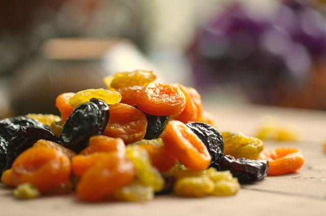 В список разрешенных продуктов следует добавить сухофрукты: горсть кураги или чернослива каждый день – самый простой и быстрый рецепт для снижения высокого давления