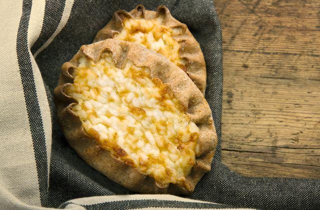 Это творение вполне может пополнить вашу коллекцию рецептов пирогов в духовке