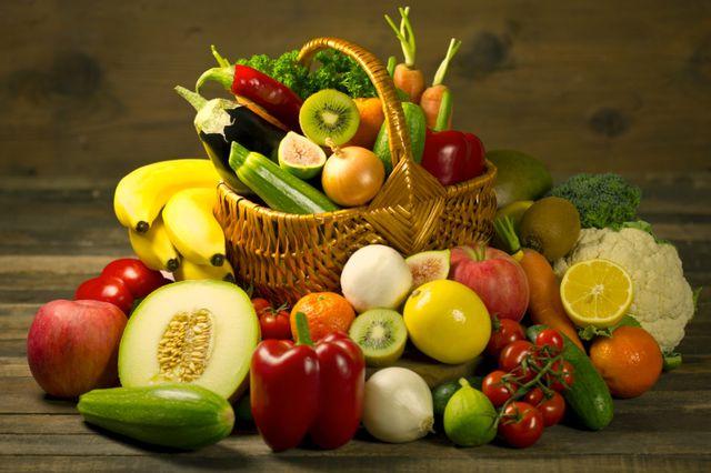 Овощи сочетаются с любыми продуктами, а вот фрукты лучше есть до основной трапезы, а не после