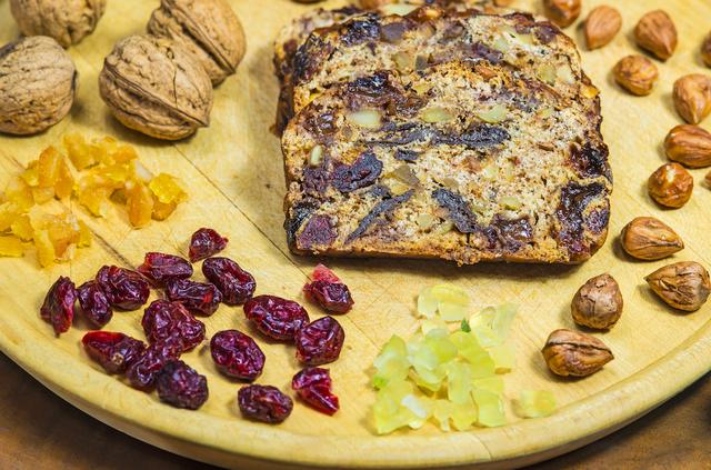 Пирог с сухофруктами станет отличным десертом в пост