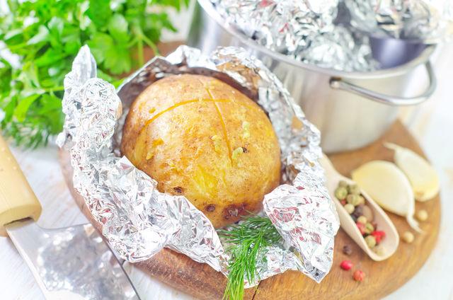Запеченный картофель - красивая и вкусная закуска на вашем столе