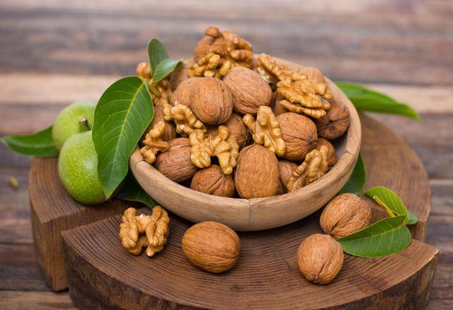 Грецкий орех содержит незаменимые для зубов клетчатку, фолиевую кислоту, магний и витамин B6