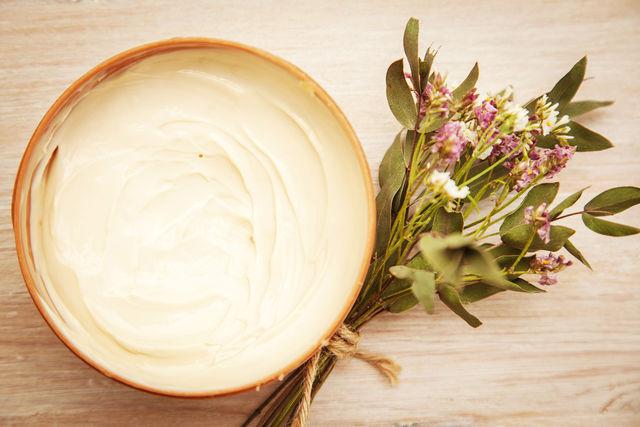 Комбинируя дрожжи с различными ингредиентами можно составлять десятки полезных косметических рецептов