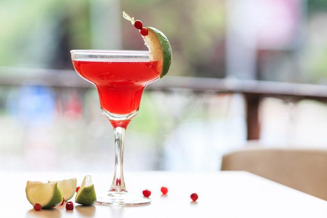 Главным ингредиентом популярного коктейля является ликер «Куантро»