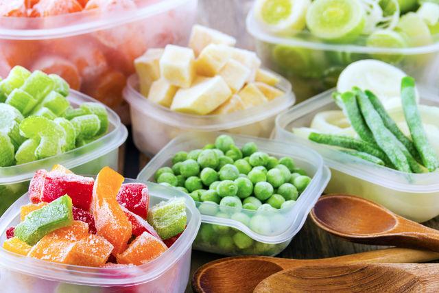 Замороженные продукты и полуфабрикаты – спасение для современных хозяек, у которых нет времени на разделку мяса или рыбы, нарезку овощей и на другие сложные кулинарные манипуляции