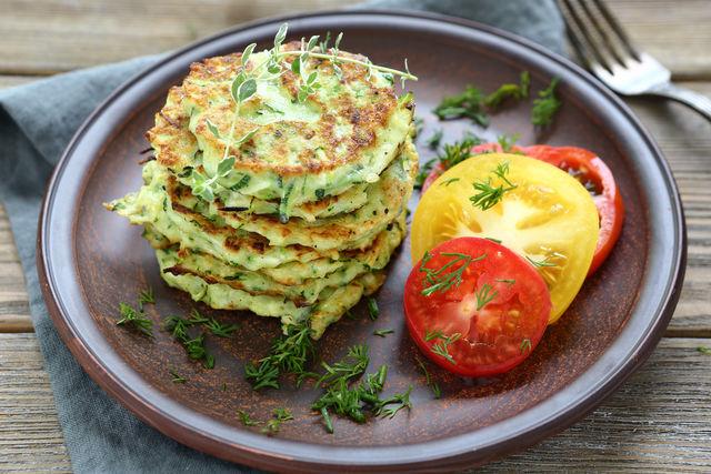 Овощные оладьи — отличный вариант для постного завтрака