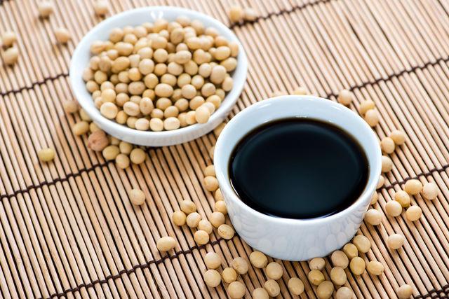 В соевом соусе содержится в десять раз больше антиоксидантов, чем в красном вине, поэтому можно с уверенностью сказать, что соя продляет молодость
