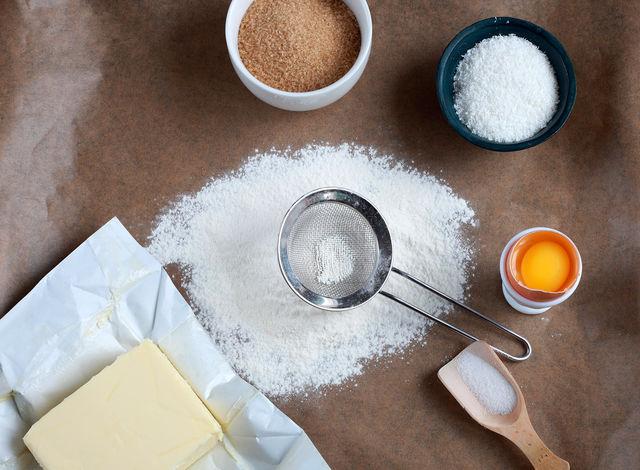 Домашний пекарский порошок лучше магазинного разрыхлителя, поскольку он не содержит химических добавок, отличается более высоким качеством