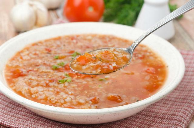 В меню годовалого ребенка могут быть разнообразные супы