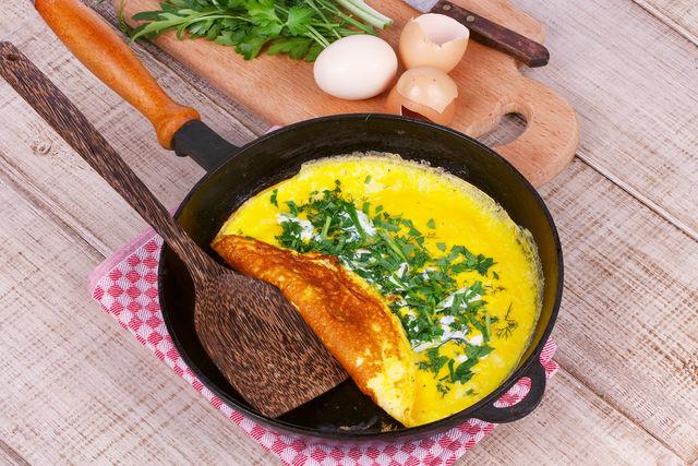 рецепт высокого омлета на сковороде с фото