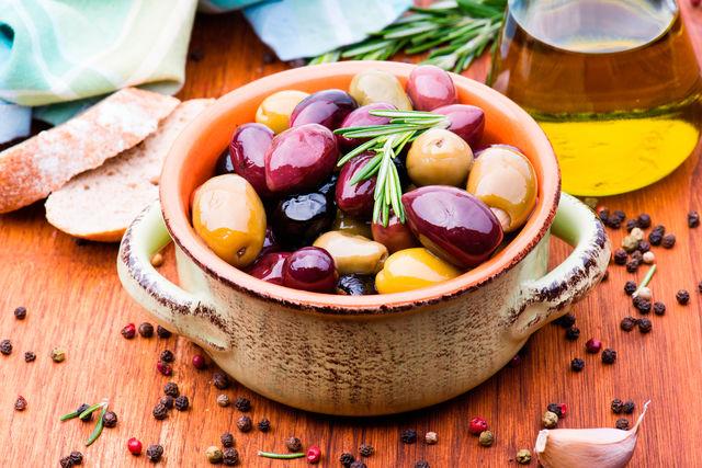 Розмарин часто используется в маринадах и при консервировании грибов, овощей, фруктов