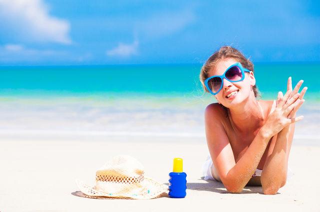 Оказавшись на пляже, не теряйте голову и особенно пристально следите за детьми