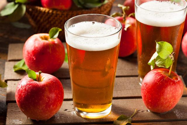 Поскольку пена держится недолго, пейте сидр как можно скорее, чтобы ощутить его неповторимый вкус со свежими яблочными нотками и ароматом лета