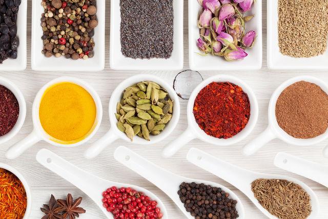 Мускатный орех, острая паприка, лавровый лист и петрушка могут удивить вас новыми оттенками вкуса