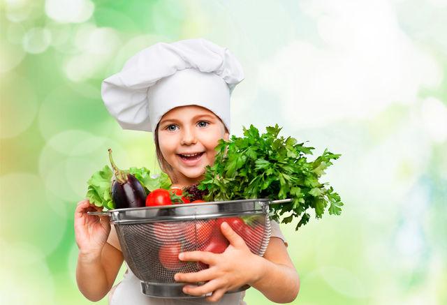 Покажите детям новые фрукты и овощи, расскажите о них