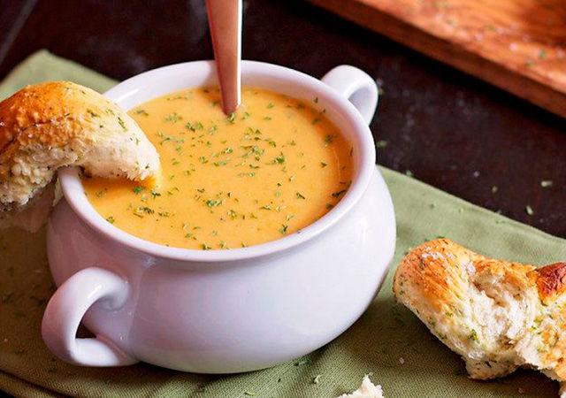 Фото: pinterest Перед подачей суп можно украсить свежей или сушеной зеленью
