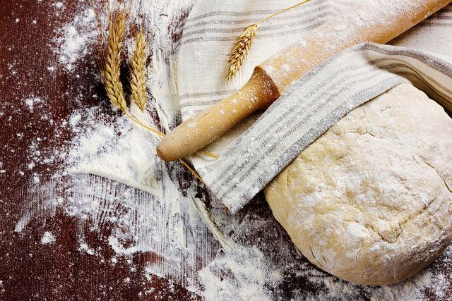 Во время «отдыха» клейковина муки набухает, тесто получается более эластичным и прочным
