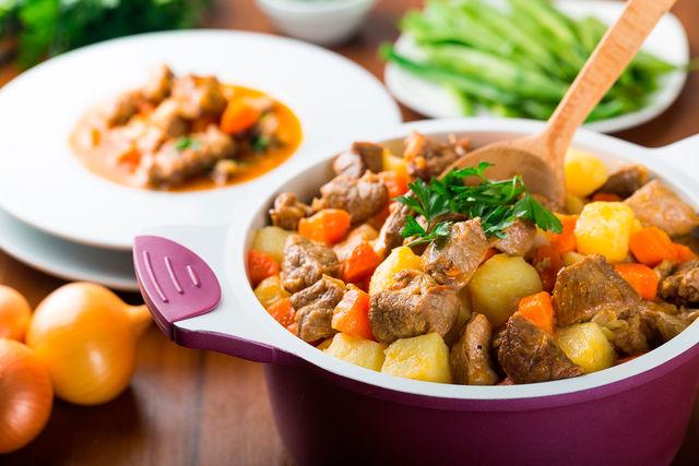 Дополнить овощное рагу с мясом для детей можно любыми другими ингредиентами