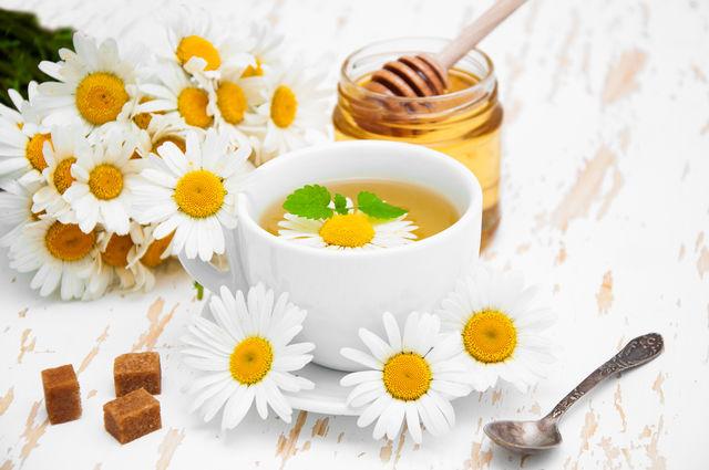 Ромашковый чай для детей — лучшее успокоительное, его можно давать малышам с 7 месяцев