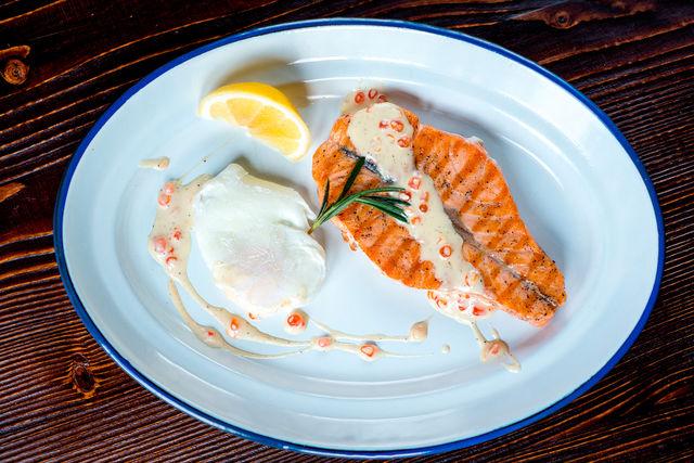 Для рыбы хорошо подойдут соусы на сливочной основе