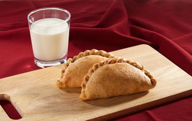 Необычайно вкусны мясные пирожки, приготовленные из заварного, творожного и картофельного теста
