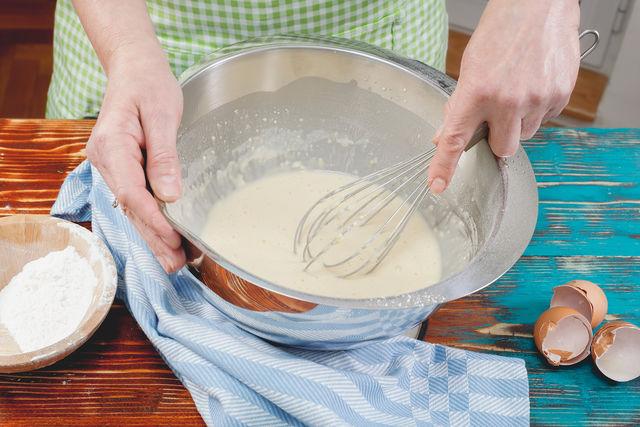 Блины на живых дрожжах на молоке тонкие с дырочками рецепт