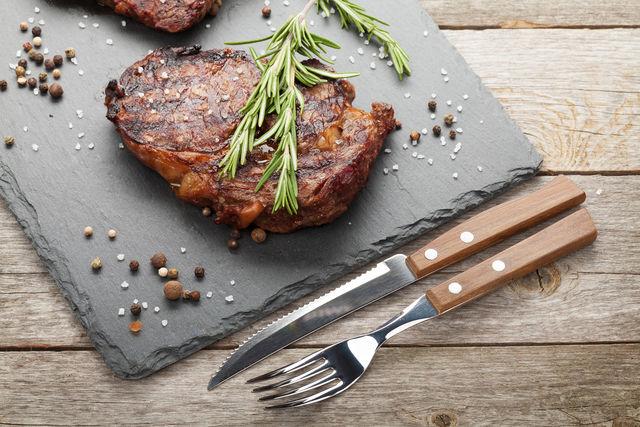 Самое важное правило приготовления стейков — правильный выбор мяса