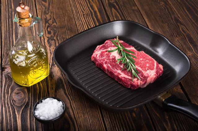 Рецепт стейка из говядины на сковороде гриль