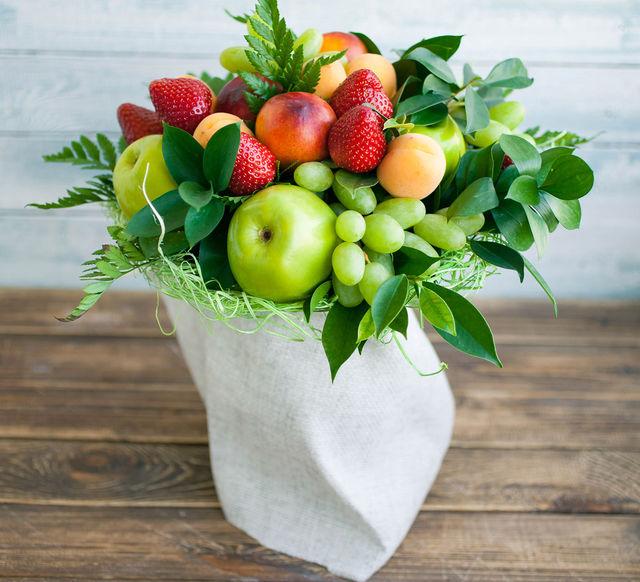 Букет из цветов и фруктов мастер-класс