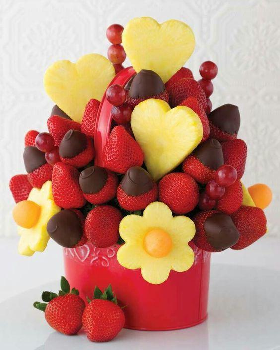 Необычные букеты из конфет и фруктов, как посадить розу из букета все буде добре