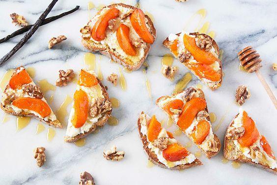 Фото: Pinterest. Брускетта с абрикосом