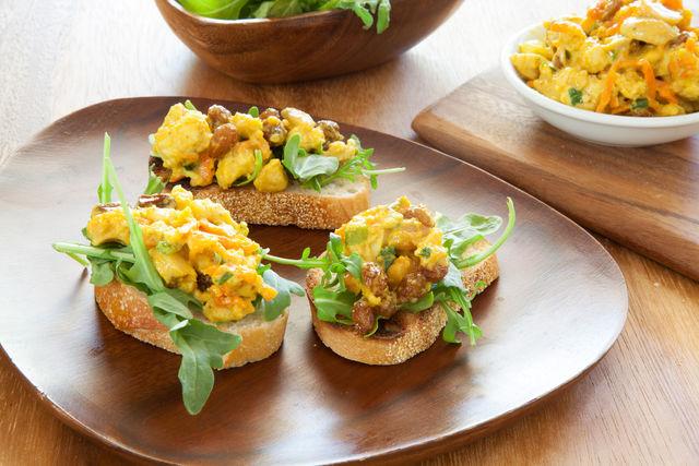 Добавьте в этот рецепт свежую руколу, и ваши гости обязательно попросят повторить такое блюдо