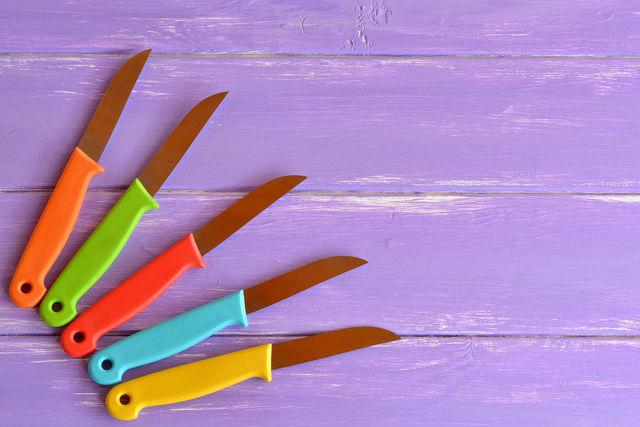 Выбирая инструменты для овощей и фруктов, особенно если речь идет о начинающих мастерах карвинга, отдавайте предпочтение оборудованию из нержавеющей стали
