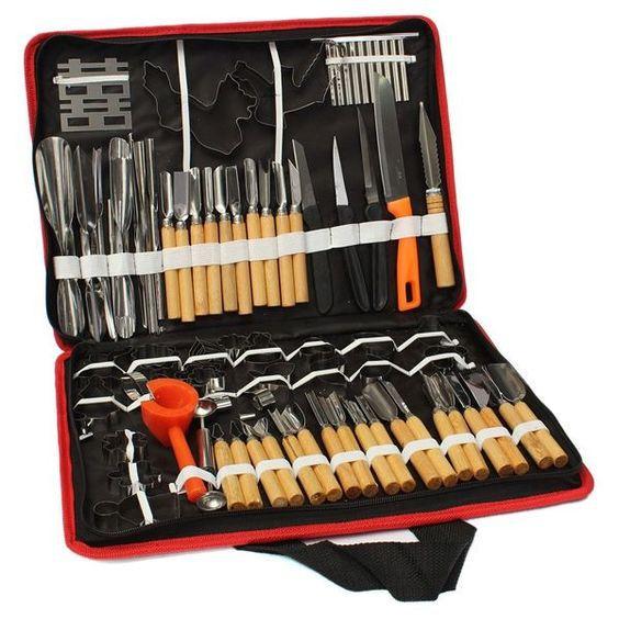 Фото: Pinterest. В магазинах можно увидеть множество инструментов для карвинга — ножи, выемки и стамески