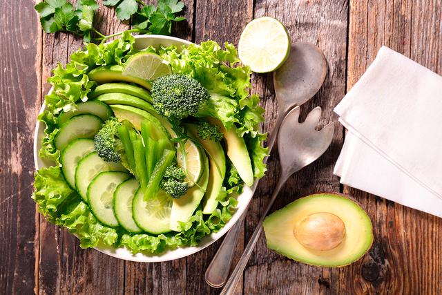 Такой салат одним своим видом подарит желанную прохладу
