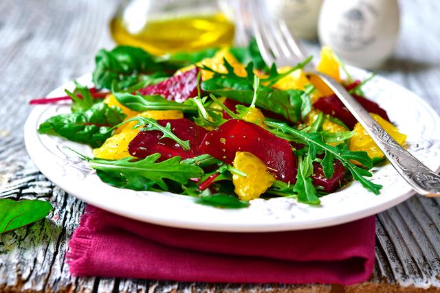 Этот новый летний салат станет вкусным открытием для всей семьи