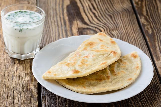 Вместо твердого сыра можно взять творожный сыр или обычный творог