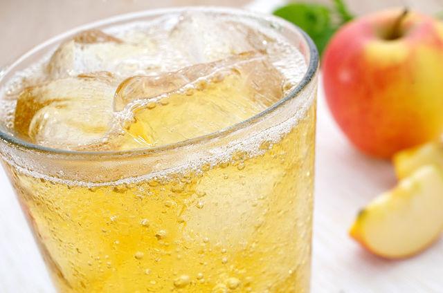 Прохладный яблочный лимонад