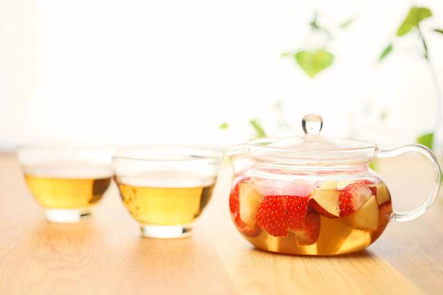 Яблочный чай с клубникой