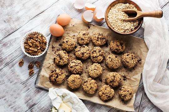 Овсяное печенье активизирует работу кишечника, улучшает состояние кожи и помогает процессам кроветворения