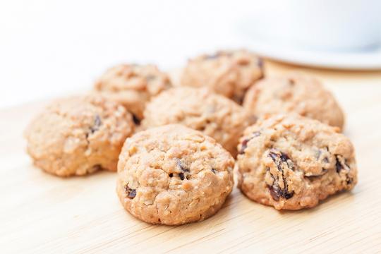 Подавайте печенье сразу, как остынет с чаем, кофе, молоком или кефиром