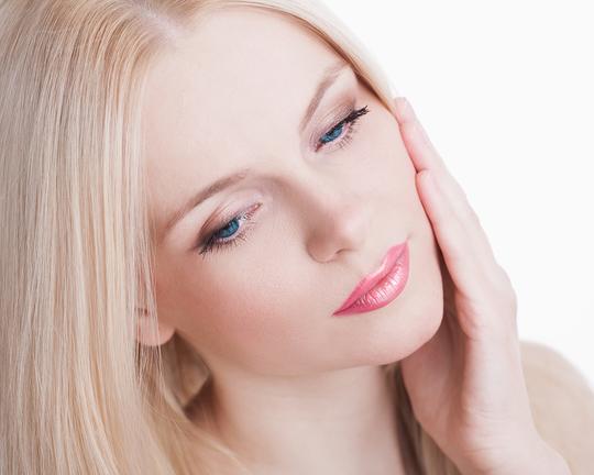 Ни в коем случае не храните тушь дольше положенных 2–3 месяцев, иначе она начнет причинять вред ресницам и глазам