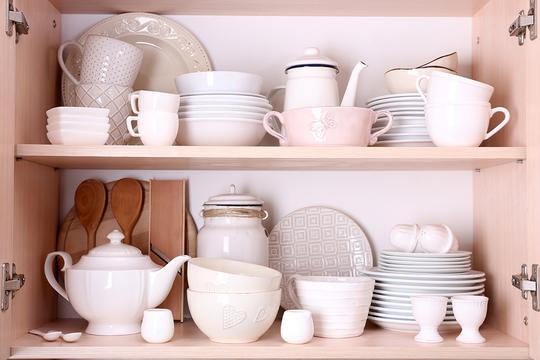 Проведите основательную ревизию в кухонных шкафах