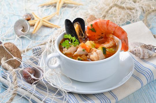 Специи в супе обязательны — шафран, базилик, тимьян, сельдерей, паприка